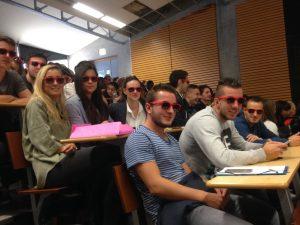 Les CG2 munis de lunettes promotionnelles de la profession d'expert-comptable